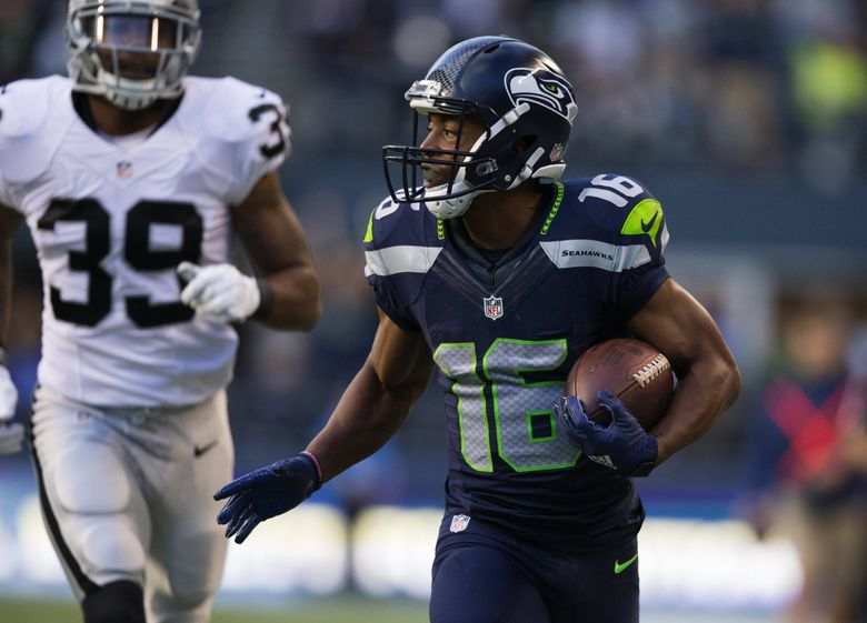 Seahawks wide receiver Tyler Lockett cruises for a 63-yard touchdown in the first quarter. (Mike Siegel / The Seattle Times)
