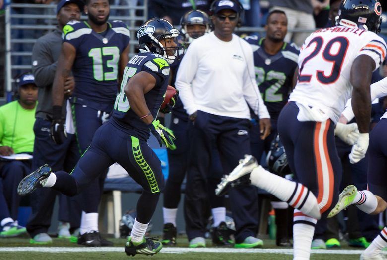Seahawks wide receiver Tyler Lockett looks for a seam as he returns a kickoff 105 yards for a touchdown to start the third quarter against the Chicago Bears at CenturyLink Field in Seattle Sunday September 27, 2015. — 0434795768 (Bettina Hansen/The Seattle Times)