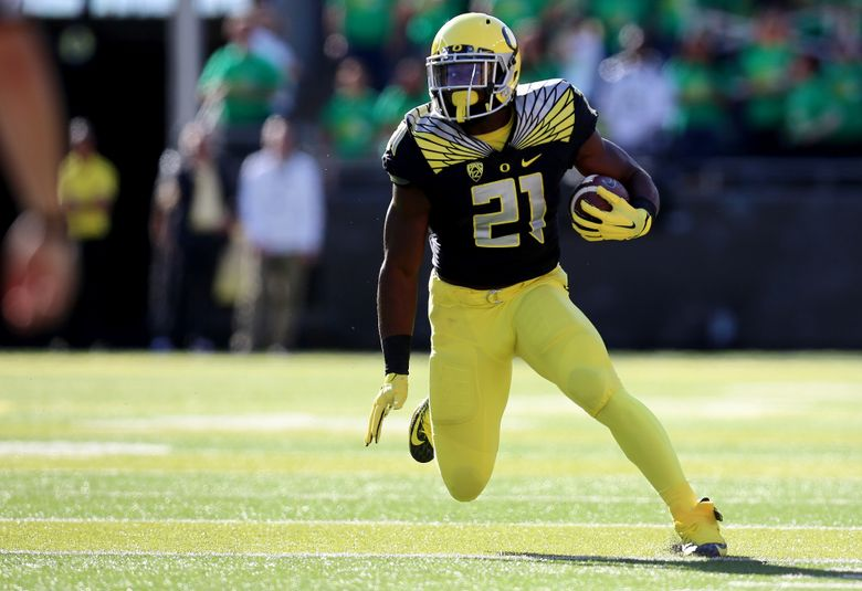 FILE – In this Sept. 5, 2015, file photo, Oregon running back Royce Freeman runs during the first quarter of an NCAA college football game against Eastern Washington, Saturday in Eugene, Ore.   Freeman ran for a career-high 180 yards and three touchdowns in Oregon's season-opener against Eastern Washington. (AP Photo/Ryan Kang, file)