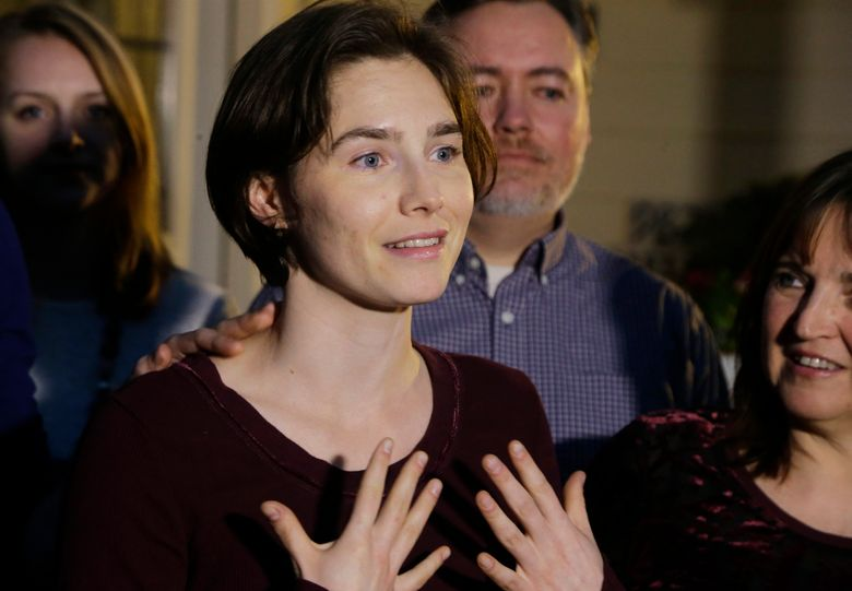 Amanda Knox talks to members of the media outside her mother's Seattle home in 2015. (Ted S. Warren / Associated Press)
