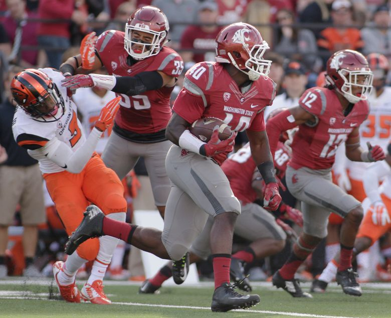 Washington State linebacker Kache Palacio (40) runs the ball after it is kicked to him during the first half of an NCAA college football game against Oregon State, Saturday, Oct. 17, 2015, in Pullman, Wash. (AP Photo/Young Kwak) — OTK (Young Kwak/AP)