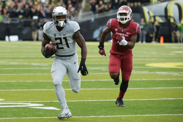 Running back Royce Freeman #21 of the Oregon Ducks runs with the ball during the first quarter of the game against the Washington State Cougars at Autzen Stadium on October 10, 2015 in Eugene, Oregon. (Photo by Steve Dykes/Getty Images)