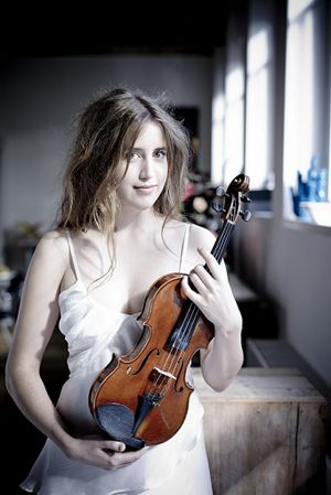 Oslo-born violinist Vilde Frang gave an expert performance of Britten's thorny Violin Concerto No. 1.