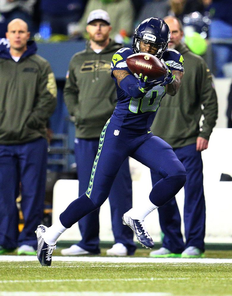 Seahawks wide receiver Paul Richardson catches a pass for 40 yards in the second quarter. (John Lok / The Seattle Times)