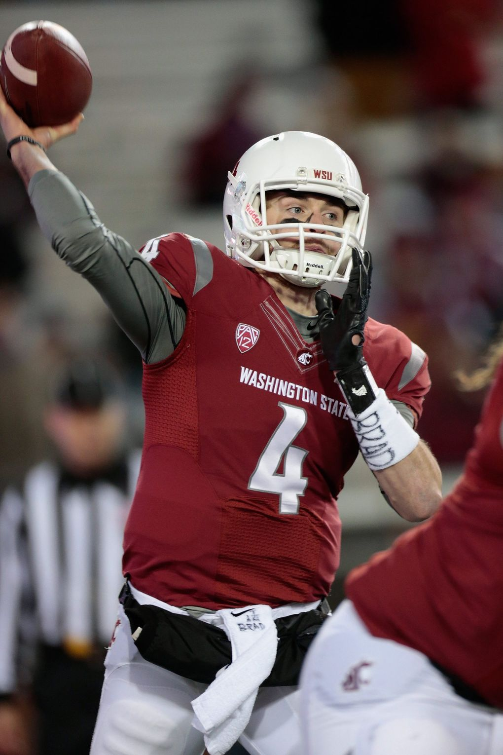 Luke Falk #4 of the Washington State Cougars throws a pass against the Colorado Buffaloes in the first half at Martin Stadium.  (William Mancebo / Getty Images)
