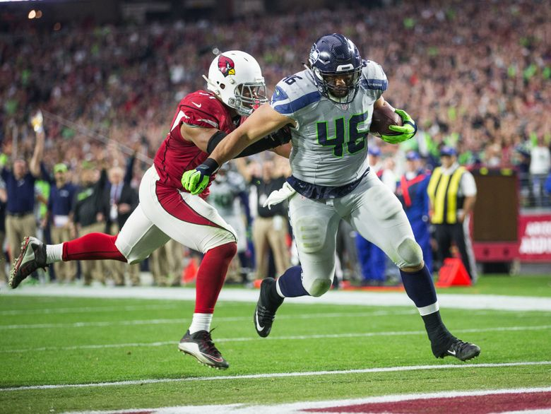 The Seahawks' Will Tukuafu rumbles into the end zone on a 7-yard touchdown catch against the Arizona Cardinals. (Dean Rutz / Seattle Times staff)