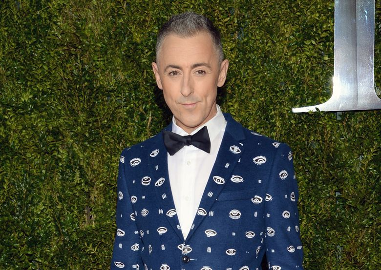 """FILE – In this June 7, 2015 file photo, Alan Cumming arrives at the 69th annual Tony Awards in New York. Cumming, who starred in a concert series """"Alan Cumming Sings Sappy Songs"""" at the elegant Cafe Carlyle last summer, has a live CD of the concert and now on a mini tour. (Photo by Evan Agostini/Invision/AP, File)"""