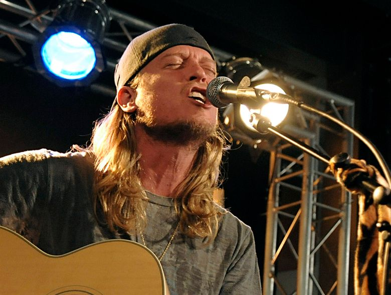 FILE – In this Dec. 7, 2009 file photo, singer Wes Scantlin of the band Puddle of Mudd performs at the Gibson Guitar Dusk Tiger launch party in Beverly Hills, Calif. Scantlin pleaded not guilty to a felony vandalism charge on Friday Feb. 5, 2016, filed after the singer's arrest last month at a home he once owned that he recently lost in foreclosure. (AP Photo/Dan Steinberg, File)
