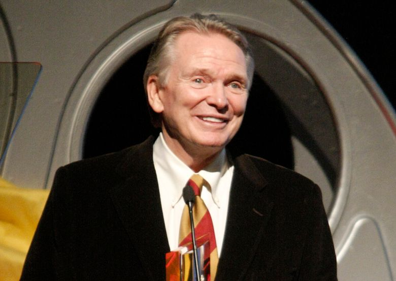 FILE – In this Oct. 12, 2008 file photo, fashion designer Bob Mackie receives an award at the Hollywood Life 5th Annual Hollywood Style Awards in Los Angeles. Mackie, who is famous for his sparkling, imaginative costume designs, will receive the Designer of Excellence Award by the Chicago History Museum's Costume Council on Tuesday, April 19, 2016.  (AP Photo/Dan Steinberg, File)