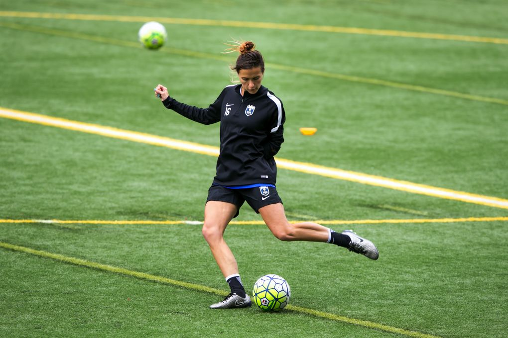 Seattle Reign FC defender Carson Pickett works out at practice on April 11, 2016. (Bettina Hansen/The Seattle Times)