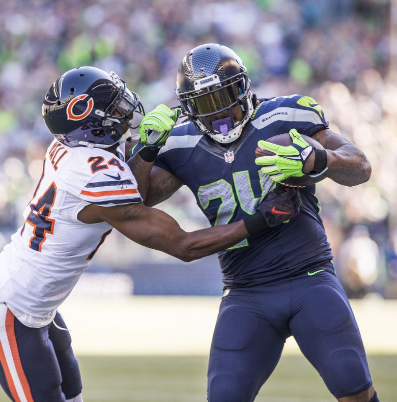 On 4th and 1, Marshawn Lynch makes a pass reception that gets Seattle to near the end zone at the end of the 2nd quarter.  The Chicago Bears played the Seattle Seahawks in the third game of the season for both teams, Sunday September 27, 2015, in CenturyLink Field in Seattle, WA. (Dean Rutz / The Seattle Times)
