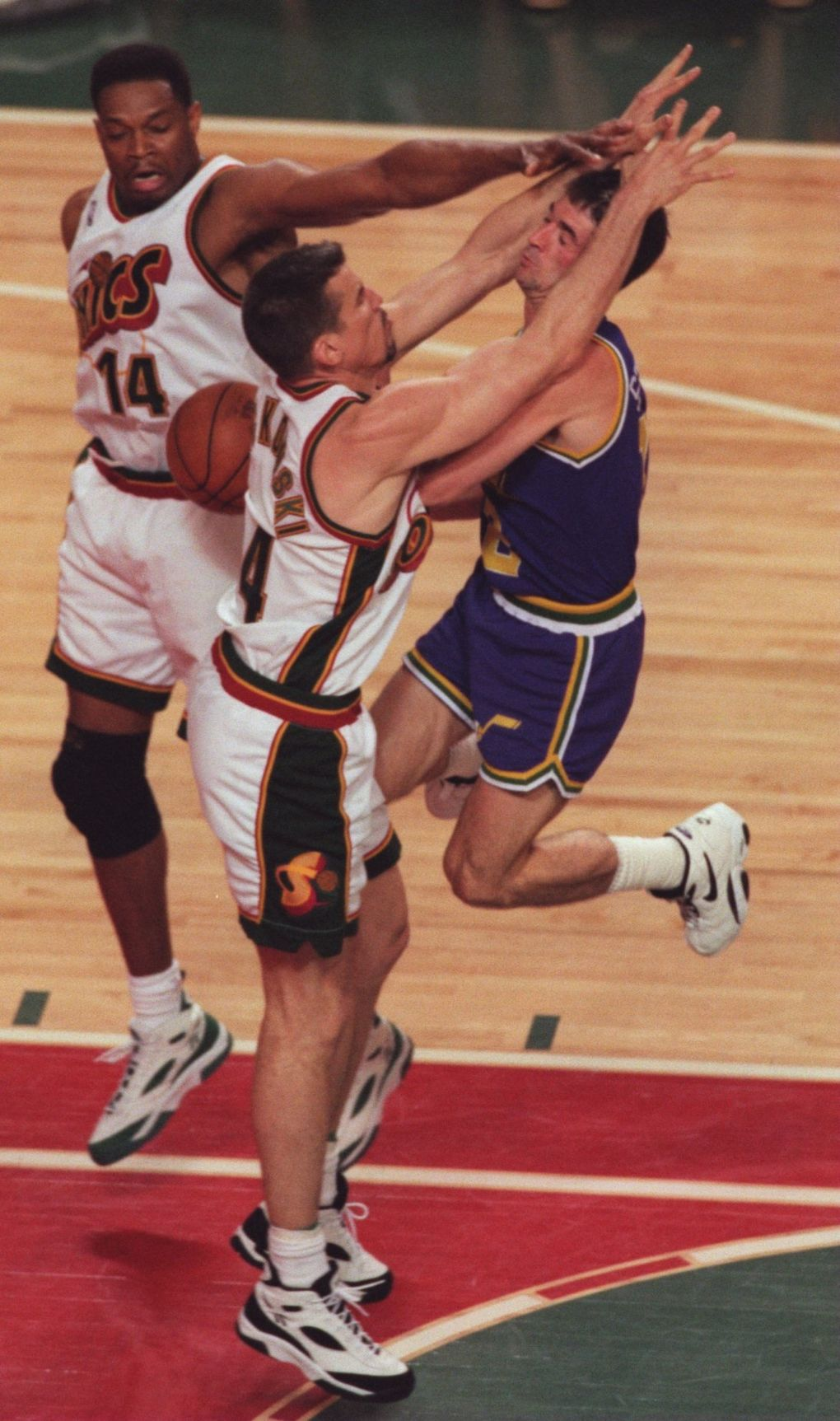 Sonics center Frank Brickowski defends against Utah point guard John Stockton in Game 7 of the Western Conference finals. (Tom Reese / The Seattle Times)