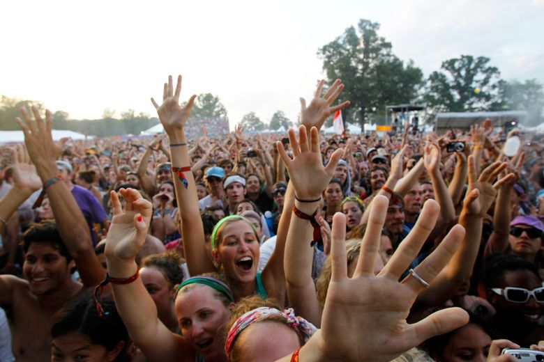 FILE – In this June 13, 2010 file photo, fans cheer as Phoenix performs at the Bonnaroo Music and Arts Festival in Manchester, Tenn. This year's festival runs June 9-12, 2016 and features Pearl Jam, Dead and Company, LCD Soundsystem and J Cole. (AP Photo/Mark Humphrey, File)