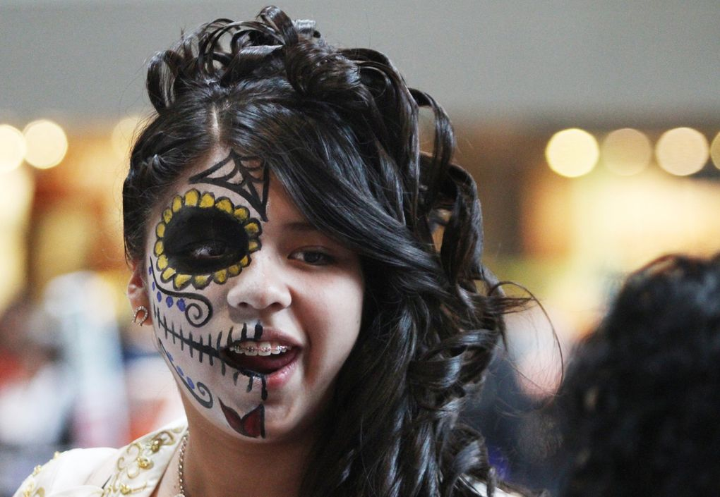 Kelly Martinez chose to dramatically paint half her face to mark Dia de Muertos.  (Alan Berner / The Seattle Times)