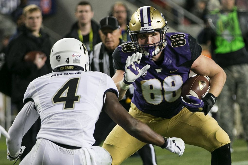 Washington Huskies tight end Drew Sample (88) catches a pass for a 9-yard gain against Colorado Buffaloes defensive back Chidobe Awuzie (4) in the fourth quarter.  (Johnny Andrews / The Seattle Times)