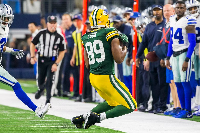 Green Bay Packers tight end Jared Cook (89) catches a pass along the sideline during the second half of an NFL divisional playoff football game against the Dallas Cowboys on Sunday, Jan. 15, 2017, in Arlington, Texas. The Packers won 34-31. (Smiley N. Pool/The Dallas Morning News via AP)