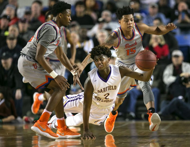 Daejon Davis of Garfield saves the ball and passes it downcourt to teammate Jaylen Nowell for a dunk during the first half against Rainier Beach. (Johnny Andrews/The Seattle Times)