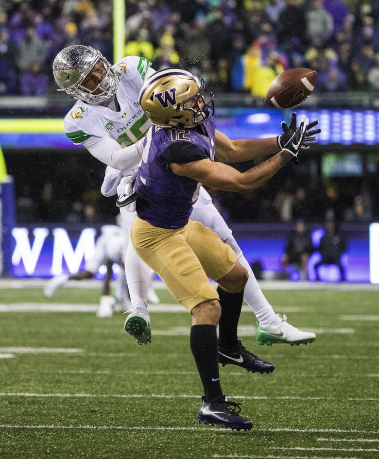 Jake Browning gets an acrobatic catch from Aaron Fuller, but the play is called back on penalty in the 1st quarter.  The Oregon Ducks played the Washington Huskies in a Pac-12 north showdown Saturday, November 4, 2017 at Husky Stadium. 204102 (Dean Rutz / The Seattle Times)