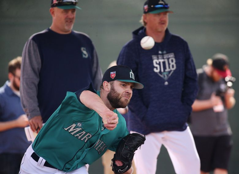Mariners pitcher David Phelps in the bullpen during the third day of spring training. (Ken Lambert / The Seattle Times)
