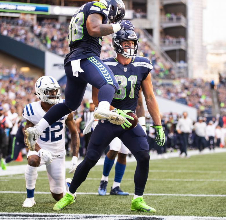 Nick Vannett scores on the 4-yard pass from Russell Wilson in the 1st quarter Thursday. (Dean Rutz / The Seattle Times)