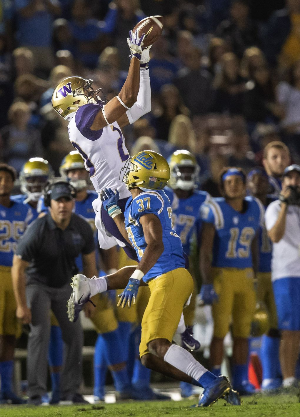 On 3rd and 6 from their own 26-yard line, Jake Browning connects with Ty Jones for a first down at the UCLA 43-yard line. (Dean Rutz / The Seattle Times)