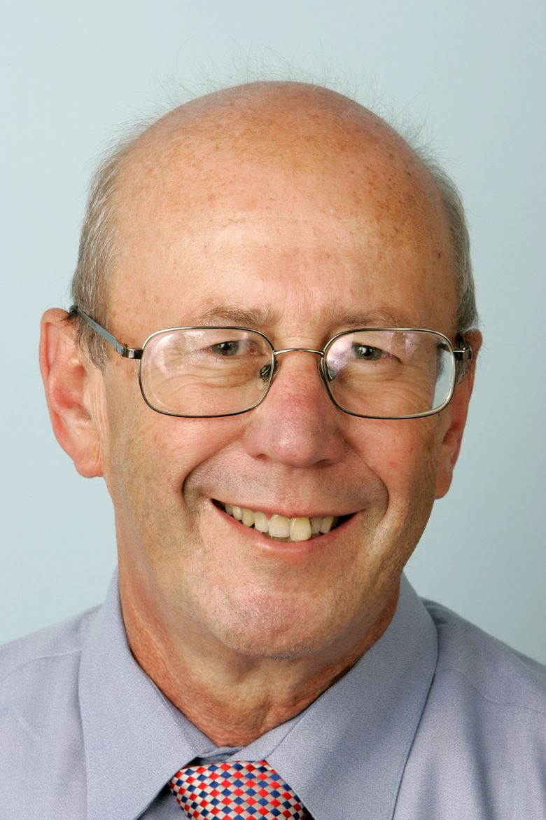 Tom Raum poses for a photo on Oct. 3, 2007, in the Washington bureau of The Associated Press. Raum, a versatile writer who covered Congress, the White House, national politics and economics, and who was known for his ability to translate knotty issues for everyday readers of the AP, died Friday, Jan. 25, 2019. The cause of death was a brain injury sustained in a fall last week at home, said his wife. He was 74 and had been retired since 2015. (AP Photo/J. Scott Applewhite)