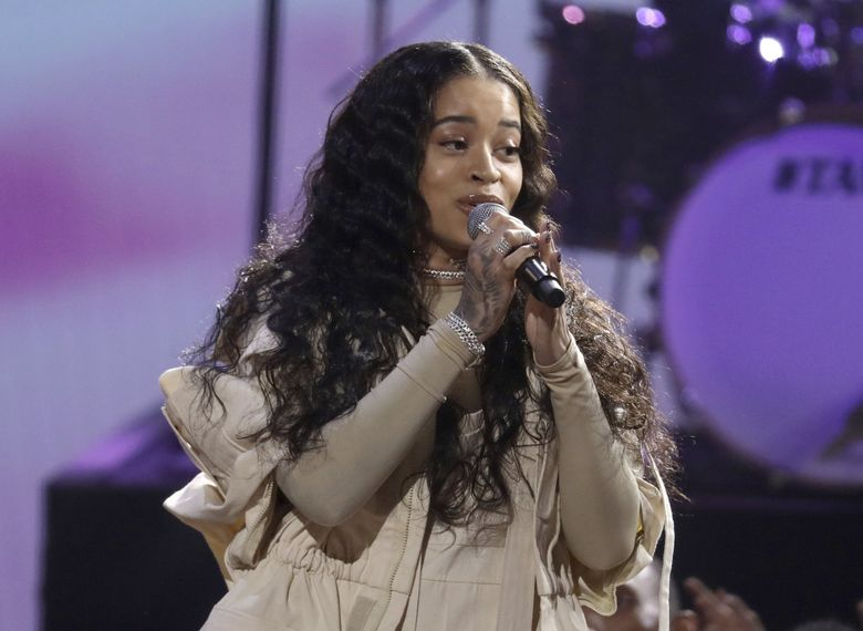 "Ella Mai performs ""Boo'd Up"" at the American Music Awards in 2018. (Matt Sayles / Invision /AP)"
