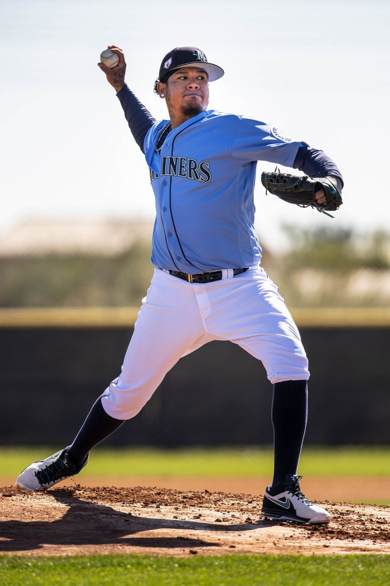 Felix Hernandez throws during live batting practice during Mariners Spring Training Wednesday, February 20, 2019 in Peoria, Arizona. (Dean Rutz / The Seattle Times)