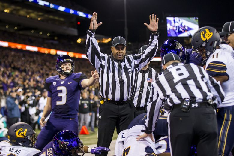The referee signals for a touchdown for Hunter Bryant in the first quarter as the University of Washington Huskies take on the California Golden Bears at Husky Stadium in Seattle Saturday October 7, 2017. (Bettina Hansen / The Seattle Times)