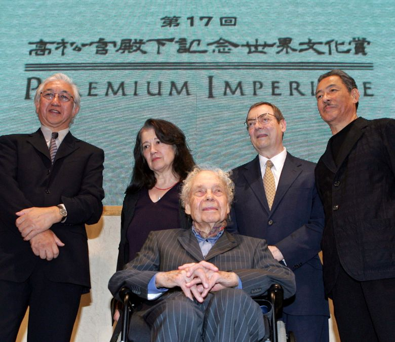 """FILE – In this Oct. 17, 2005 file photo, winners, Yoshio Taniguchi, from left, Japanese architect, Martha Argerich, Argentine pianist, Merce Cunningham, front, American choreographer, Robert Ryman, American artist, and Issey Miyake, Japanese designer, of the 2005 Prince Takamatsu Memorial World Culture Award """"the 17th Praemium Imperiale,"""" pose for photographers during a press conference in Tokyo. Ryman, a minimalist known for experimenting with varying shades of white, has died at age 88. A spokeswoman for Pace Gallery, which represented him, says Ryman died Friday night, Feb. 8, 2019, at his New York City home. (AP Photo/Katsumi Kasahara, File)"""