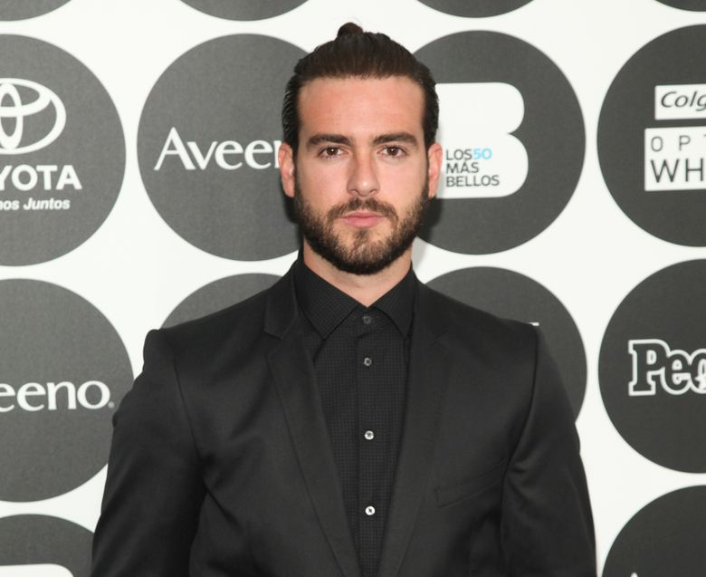 """FILE – In this May 12, 2015 file photo, Pablo Lyle attends People en Espanol's """"50 Most Beautiful Awards"""" at IAC, in New York. A Florida judge has rescinded an order allowing the Mexican soap opera star to travel outside the U.S., saying he's likely to face a more serious charge from a fatal traffic confrontation than the third-degree battery charge filed recently. The judge set a hearing Monday, April 8, 2019, to discuss the bond and travel order for Lyle, a star of the TV soap opera """"Mi Adorable Maldicion."""" (Photo by Andy Kropa/Invision/AP, File)"""