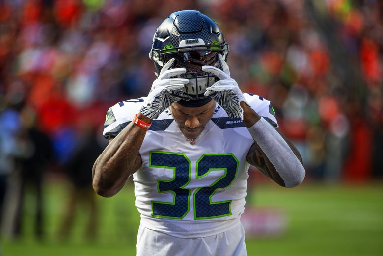 Seattle Seahawks running back Chris Carson (32) ran for 124 yards in the 32-28 win Sunday in Cleveland. (Mike Siegel / The Seattle Times)
