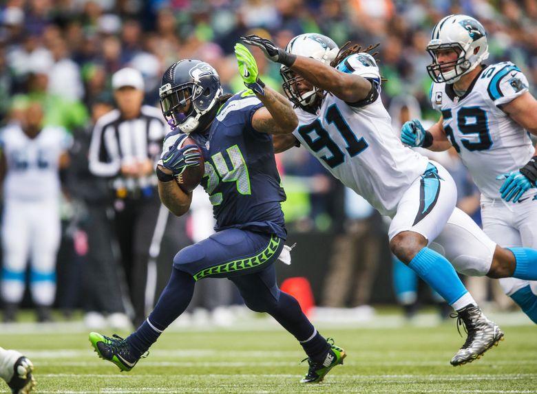 Marshawn Lynch rushes against Carolina in 2015.  (Dean Rutz / The Seattle Times)