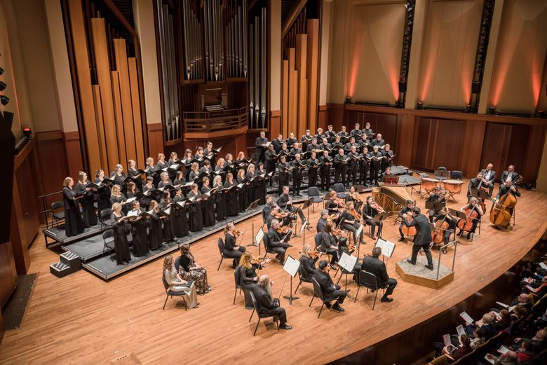 """Matthew Halls conducts Seattle Symphony and Chorale's 2019 performances of Handel's """"Messiah."""" (Carlin Ma)"""