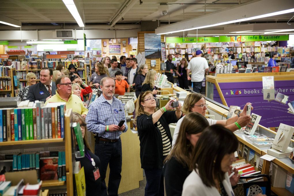 """In 2014, a long line formed to see Former Secretary of State Hillary Rodham Clinton promote memoir, """"Hard Choices,"""" at the University Book Store.     (MARCUS YAM / The Seattle Times)"""