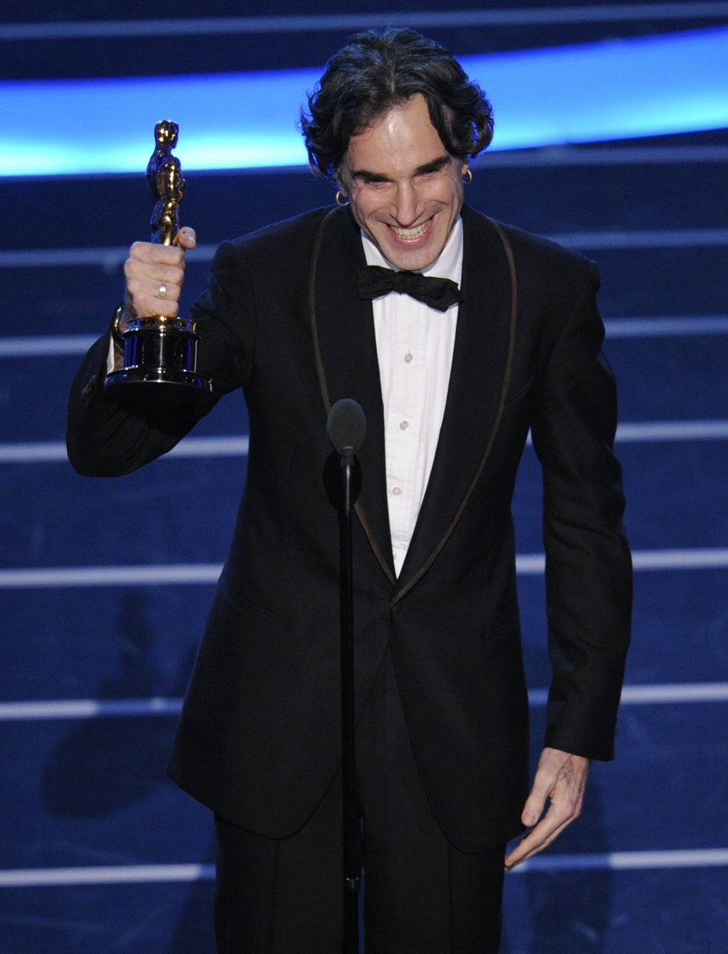 """Daniel Day-Lewis gave creative thanks to his director as he accepted the Oscar for best actor for his work in """"There Will Be Blood"""" in 2008. (Mark J. Terrill / The Associated Press)"""