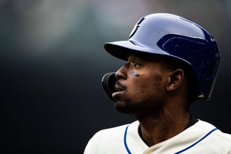 Mariners second baseman Dee Gordon watches the action late last season. (Andy Bao / The Seattle Times)