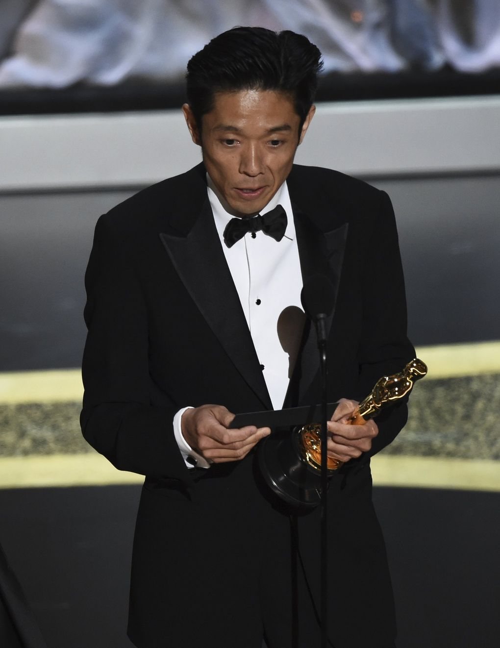 """Kazu Hiro accepts the award for best makeup and hairstyling for """"Bombshell"""" at the Oscars on Sunday, Feb. 9, 2020, at the Dolby Theatre in Los Angeles. (AP Photo/Chris Pizzello) CADC346 CADC346 (Chris Pizzello / Chris Pizzello/Invision/AP)"""