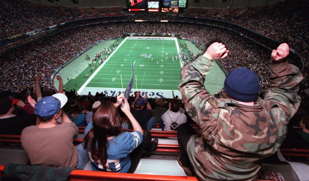 Seahawk fans cheer at the Kingdome. (Steve Ringman / The Seattle Times)