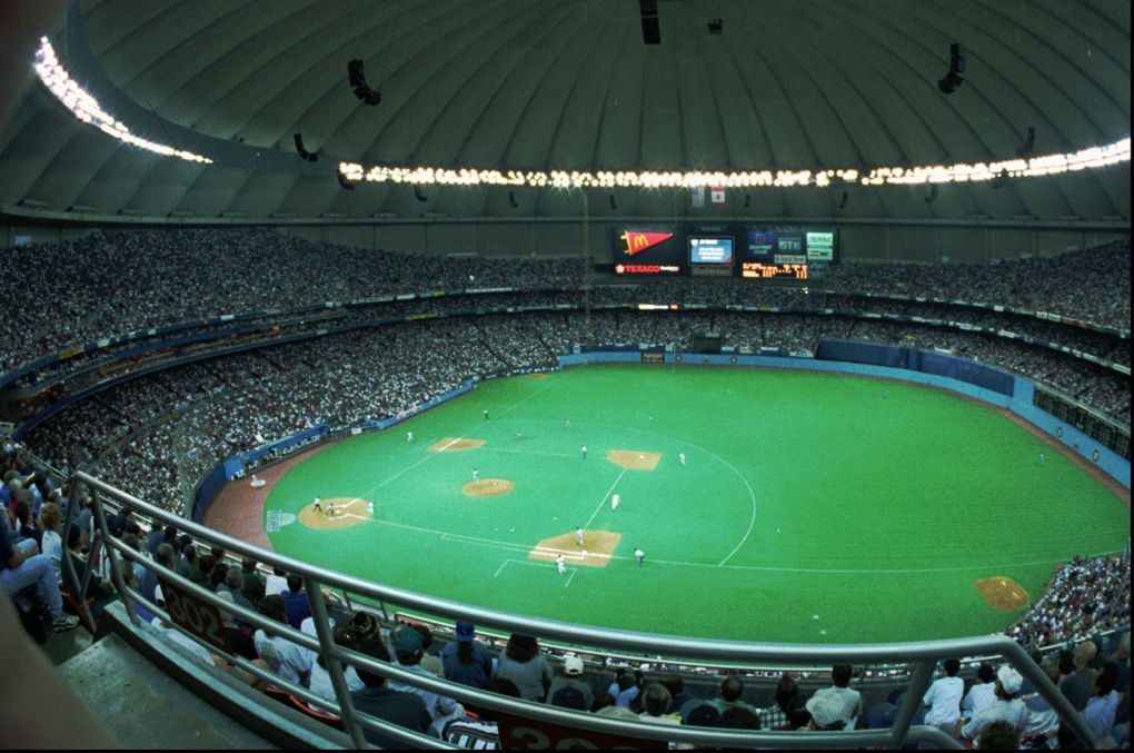 The Seattle Mariners played in the Kingdome with 56,467 fans cheering Sept. 27, 1995. (Richard Downey / AP)
