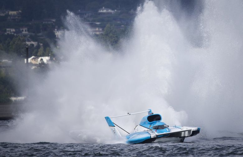 Jimmy Shane in the HomeStreet Bank hydro starts to catch air as he comes out of the final north turn of the Albert Lee Appliance Cup on Seafair Sunday, August 7, 2016 in Seattle. Andrew Tate of Sound Propeller/Les Schwab Tires won the 66th  Albert Lee Appliance Cup to close out the weekend, beating out Jimmy Shane of HomeStreet Bank, who came in second.   (Lindsey Wasson / The Seattle Times)