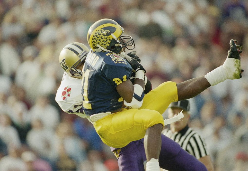 Walter Bailey, behind, intercepts a first quarter pass intended for Michigan's Desmond Howard in the Rose Bowl on Jan. 1, 1992. (Bob Galbraith / AP)