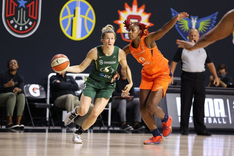 Sami Whitcomb drives to the basket against Bria Holmes of the Connecticut Sun on Tuesday at Feld Entertainment Center in Palmetto, Fla. (Stephen Gosling / NBAE via Getty Images)