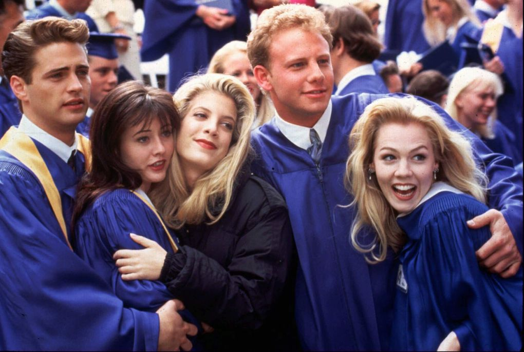"""From left to right: Brandon (played by Jason Priestley), Brenda (Shannen Doherty), Donna (Tori Spelling), Steve (Ian Ziering) and Kelly (Jennie Garth) from '90s sensation """"Beverly Hills, 90210."""" (Andrew Semel / FOX)"""