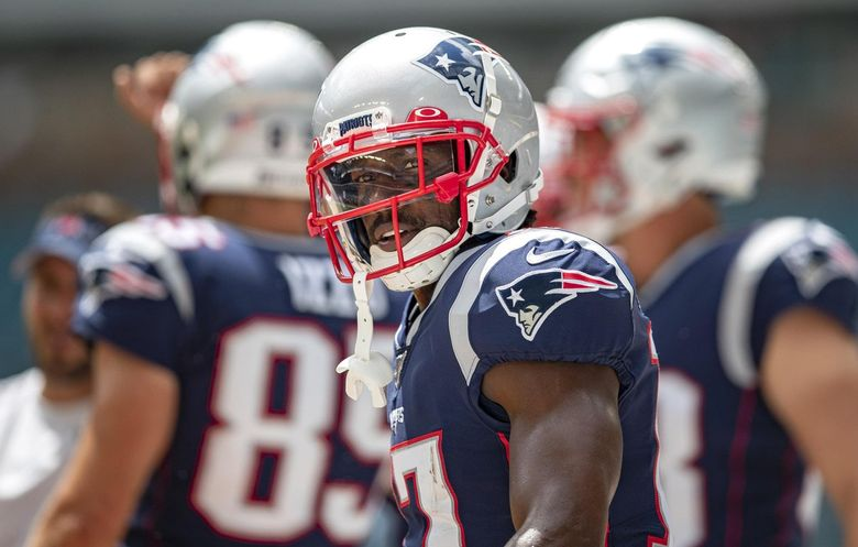 Wide receiver Antonio Brown warms up for the New England Patriots in Sept. 2019 in Miami Gardens, Florida. (Allen Eyestone / The Palm Beach Post / TNS)
