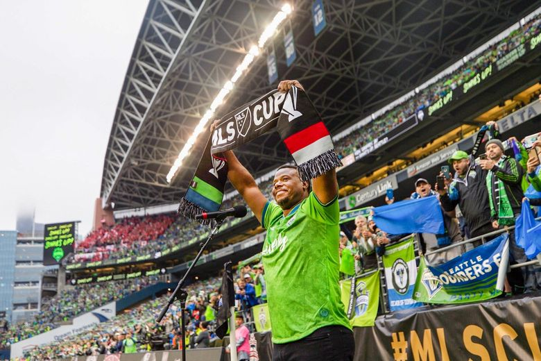Griffey hold up a Sounders scarf before the MLS Cup on Nov. 10, 2019. (Seattle Sounders FC)