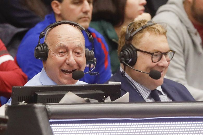 """Broadcaster Jon Sciambi, seen here with Dick Vitale, left, at a college basketball game in 2019 at Stanford. Jon """"Boog"""" Sciambi has been named the new TV play-by-play announcer for the Chicago Cubs. (Jeff Chiu / AP, file)"""