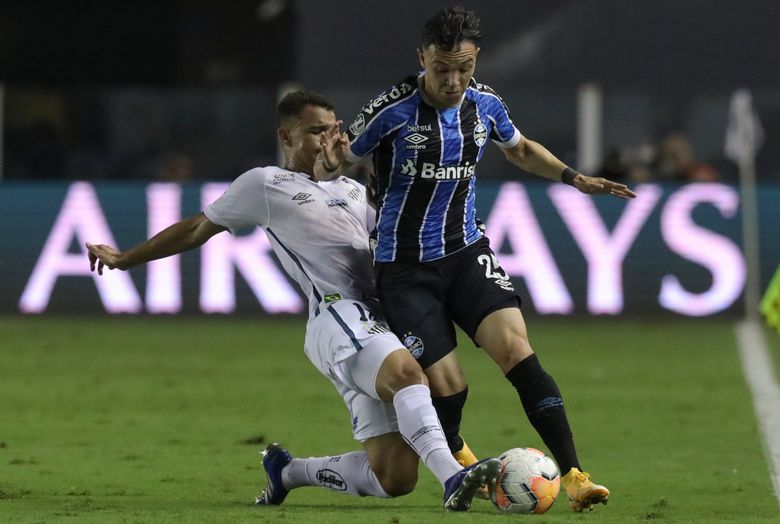 Pepe of Brazil's Gremio, right, and Renyer of Brazil's Santos battle for the ball during a Copa Libertadores quarterfinal second leg soccer match in Santos, Brazil, Wednesday, Dec. 16, 2020. (Amanda Perobelli/Pool via AP)