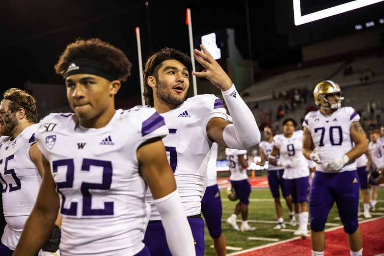 """Puka Nacua flashes a """"W"""" to the stands after a game in 2019 at Arizona Stadium in Tucson, AZ. (Dean Rutz / The Seattle Times)"""