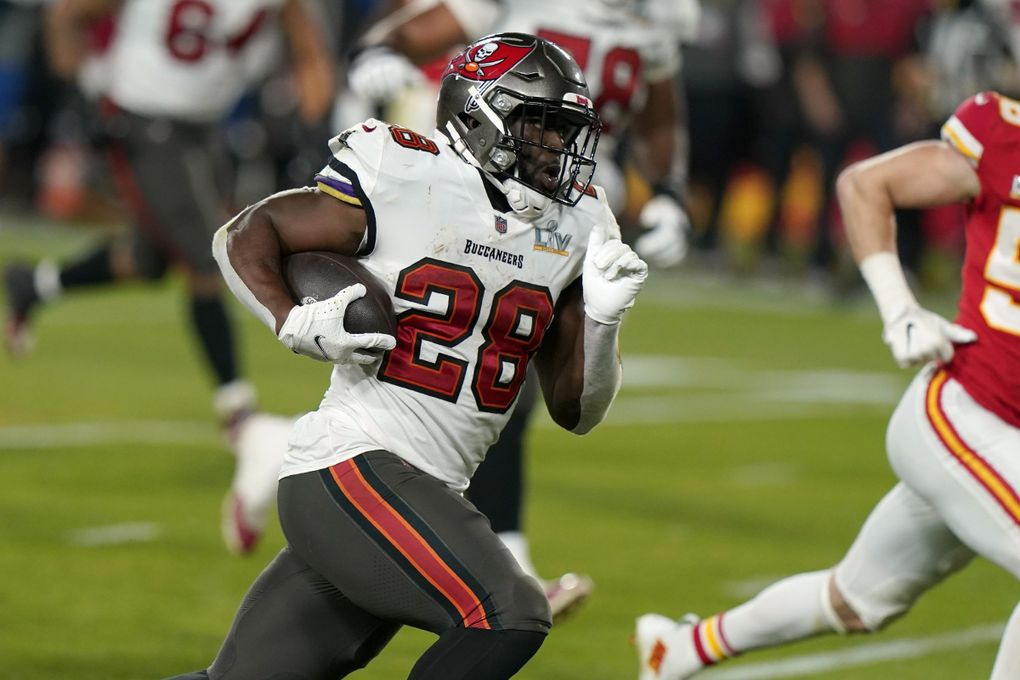 Tampa Bay Buccaneers running back Leonard Fournette sprints to the end zone to score on a 27-yard touchdown run during the second half of the Super Bowl in February in Tampa, Fla. (Lynne Sladky / AP)